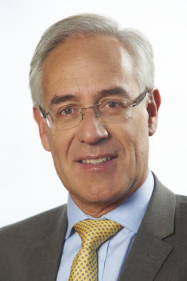 Mr Luis Amaya Consultant Opthalmologist